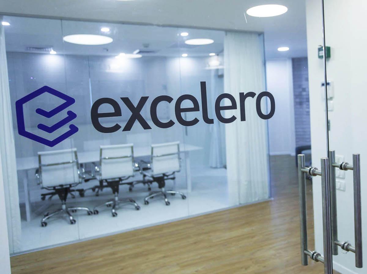 מדבקות לחלונות Exelero
