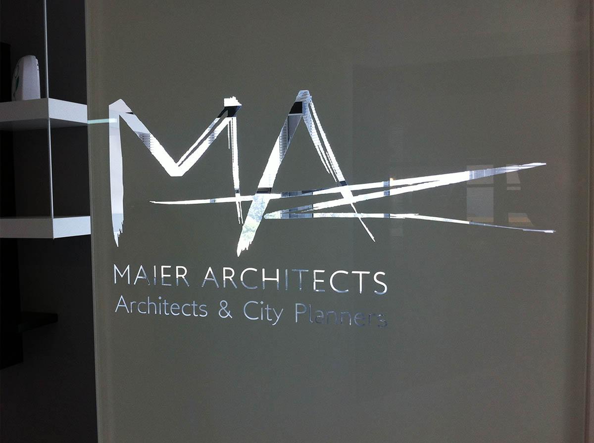 מדבקות לחלונות Maier