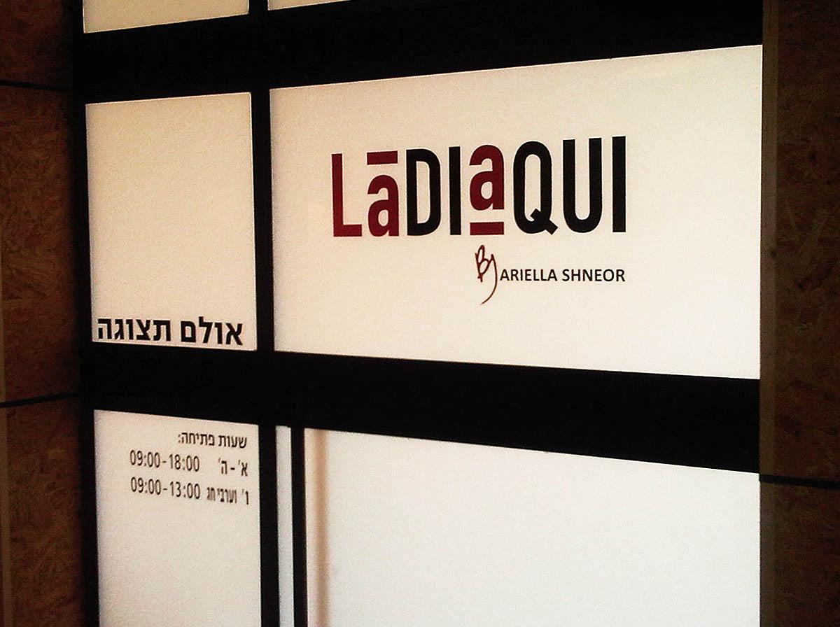מדבקות לחלונות ladiaqui